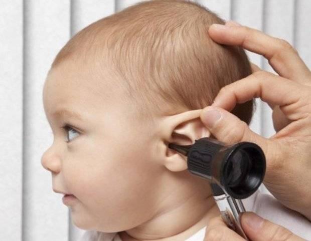 У ребенка болят уши что делать комаровский