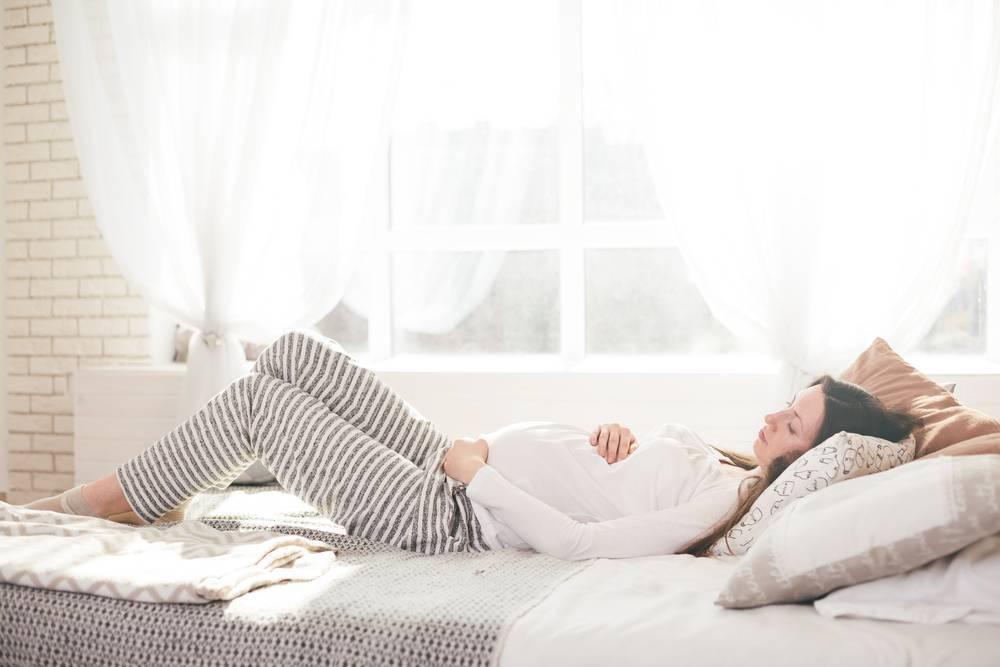 Бессонница при беременности: причины и рекомендации