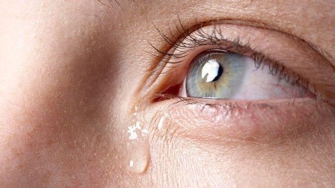 Почему у ребенка насморк и слезятся глаза