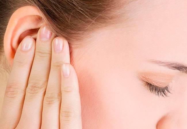 аллергический дерматит на ухе