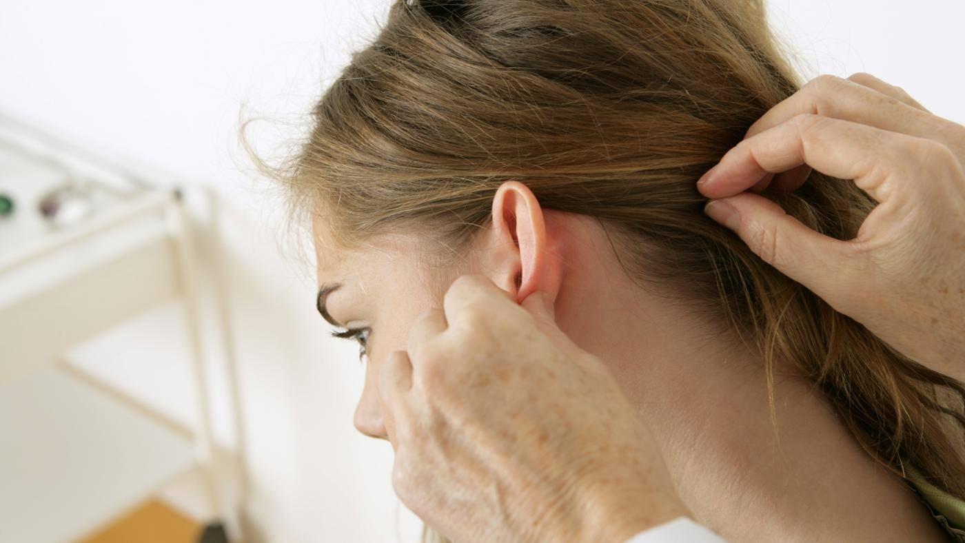 аллергический дерматит на ушах