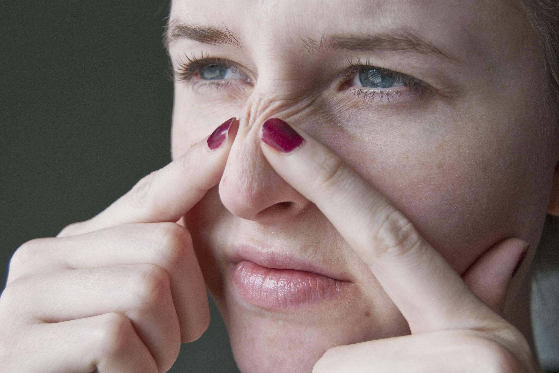 Причины появления болячек в носу