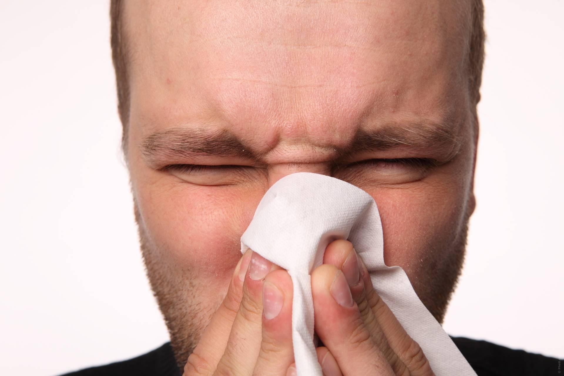 Постоянно заложен нос и насморк: причина, что делать, средства