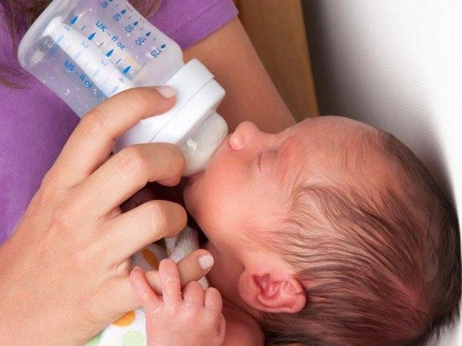 Справляемся с застоем молока: как сцеживать грудное молоко руками и что еще нужно делать при лактостазе?