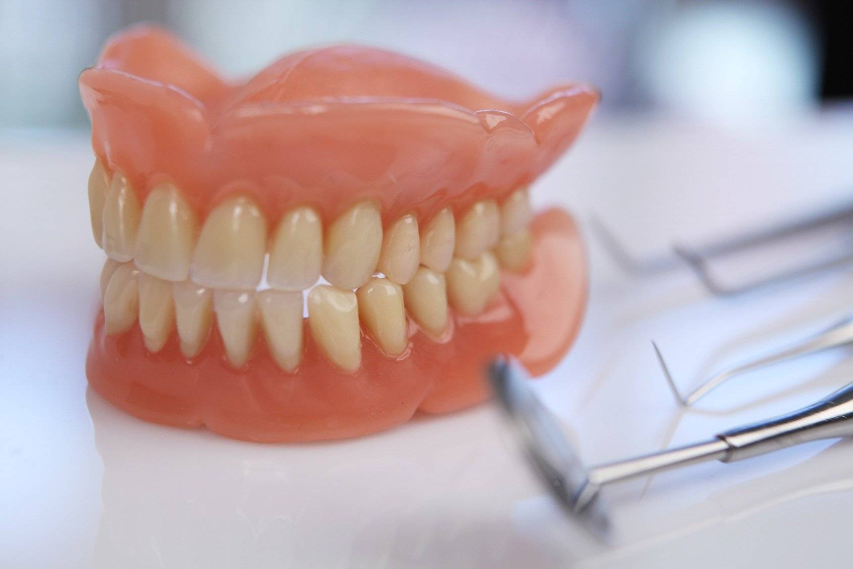 протезирование зубов мост