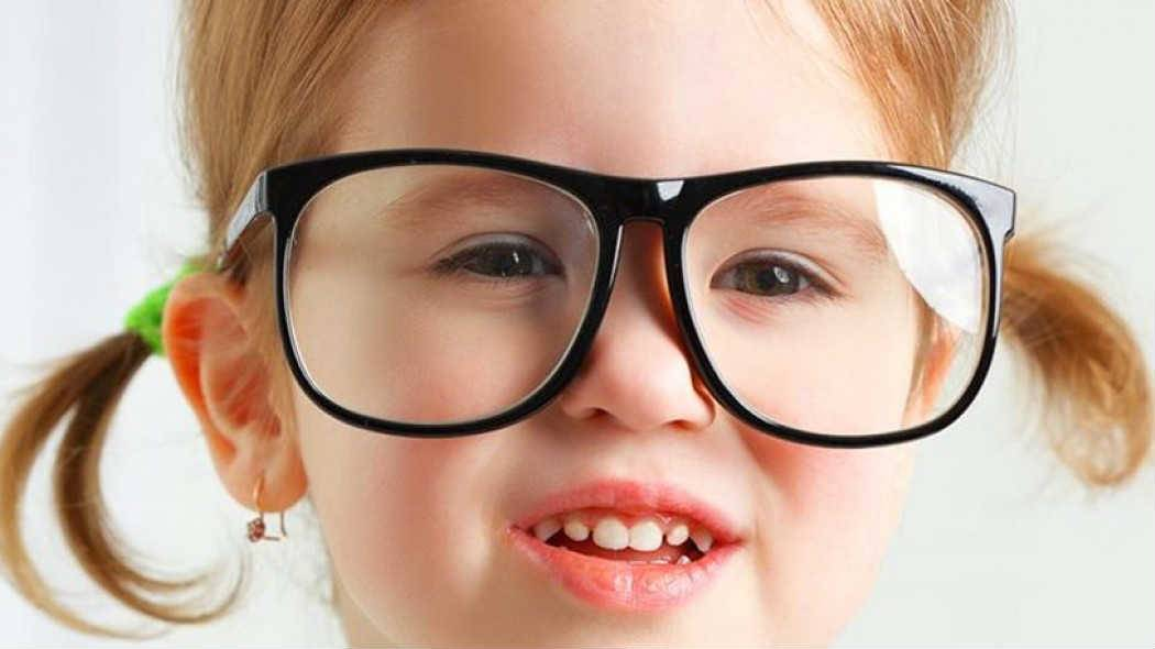 Как проявляется гиперметропия зрения у детей?