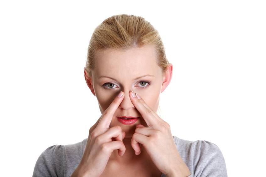 У взрослого закладывает нос без насморка, причины и лечение
