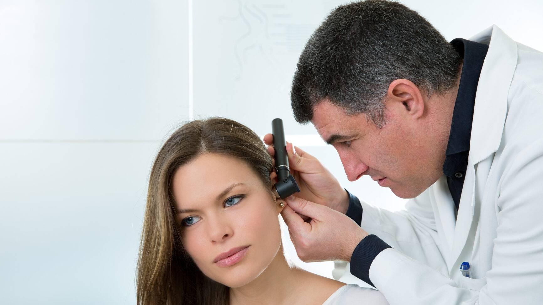 какой врач лечит уши