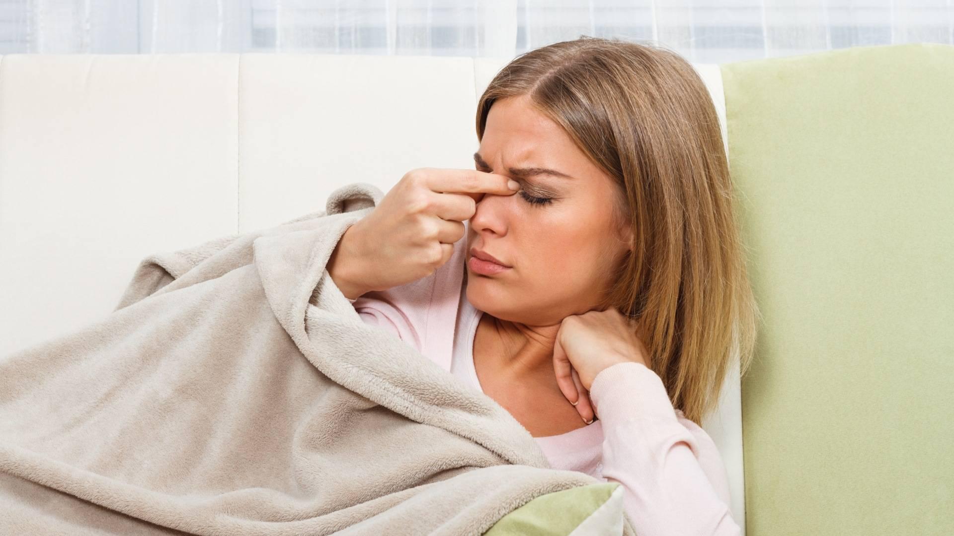 почему закладывает нос при беременности