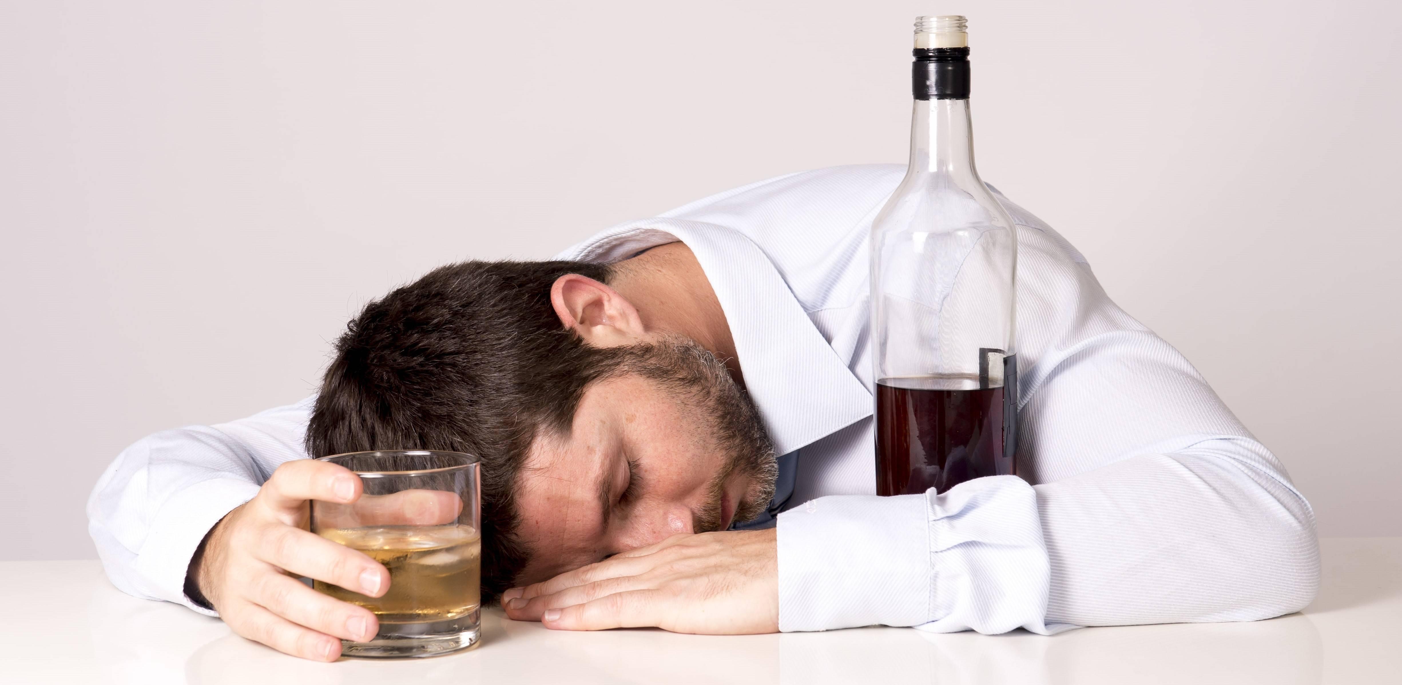 Хронический алкоголизм: симптомы и лечение заболевания