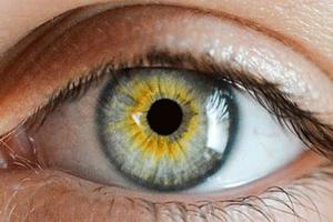 Причины возникновения пленки на глазах и способы ее лечения