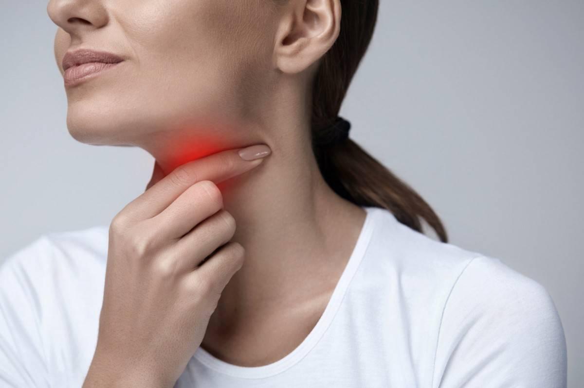 Неприятные ощущения в горле: дискомфорт. причины и лечение