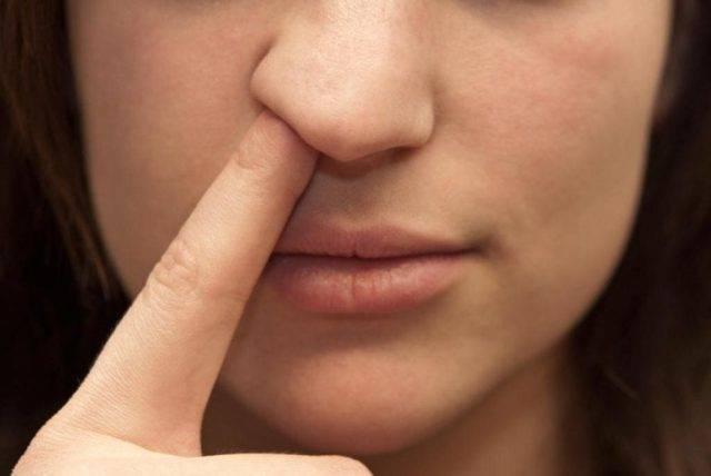 Чешется нос