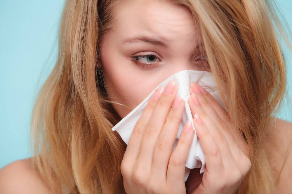 течет из носа чихание