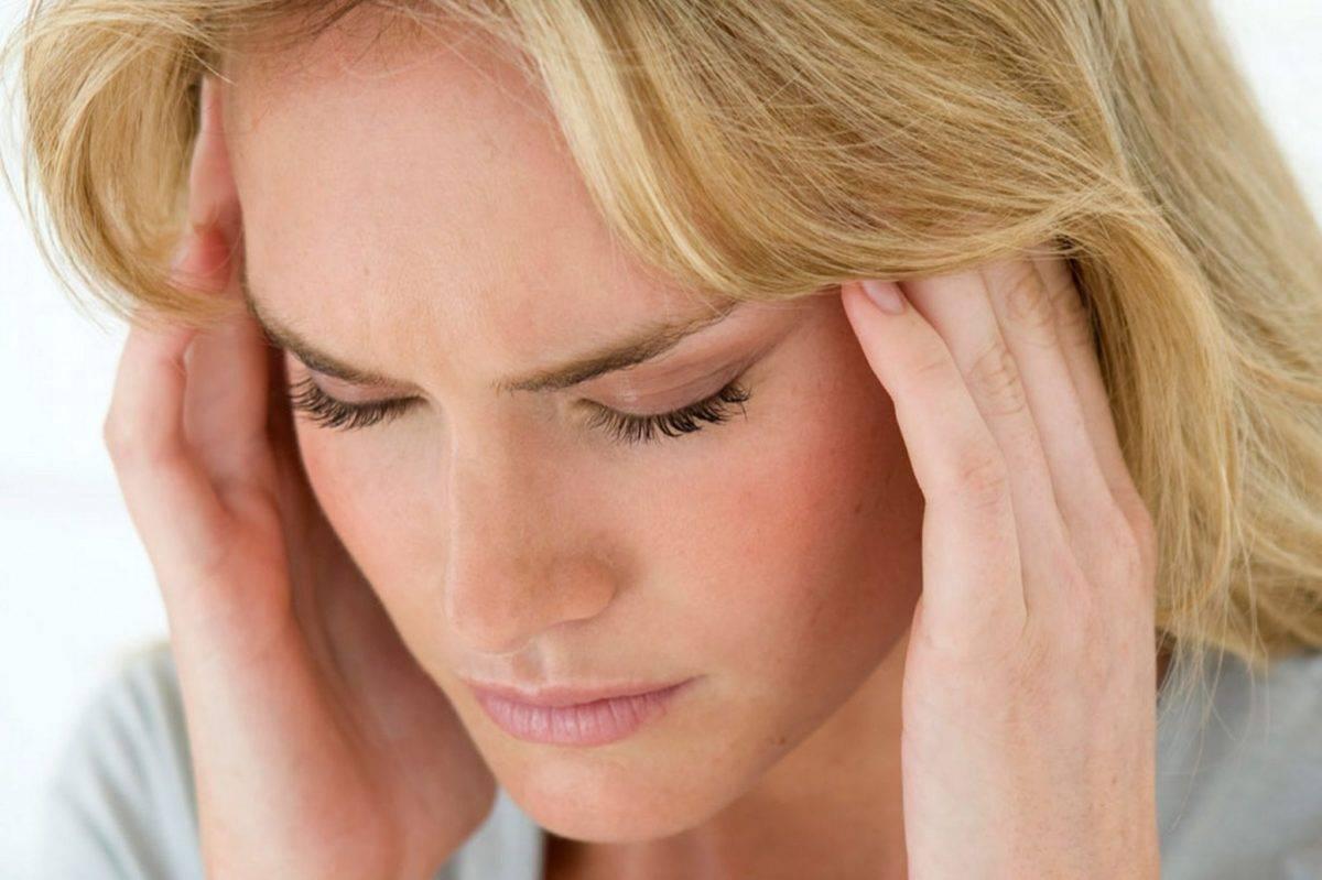 Что делать, если у ребенка насморк и слезятся глаза, как быстро вылечить