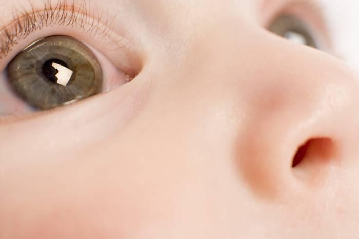 У новорожденного гноится и слезится глазик