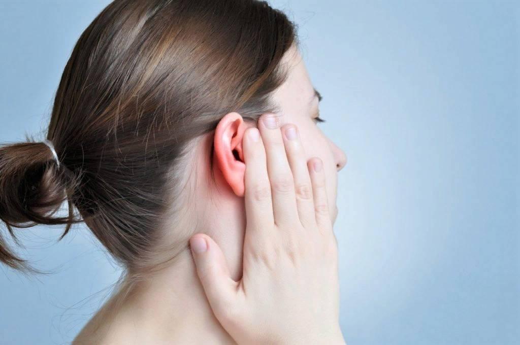 Болит ухо у взрослого: причины, что делать и как лечить в домашних условиях