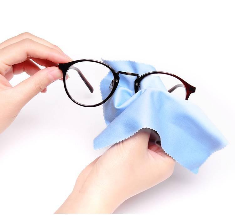 Чем почистить очки для зрения