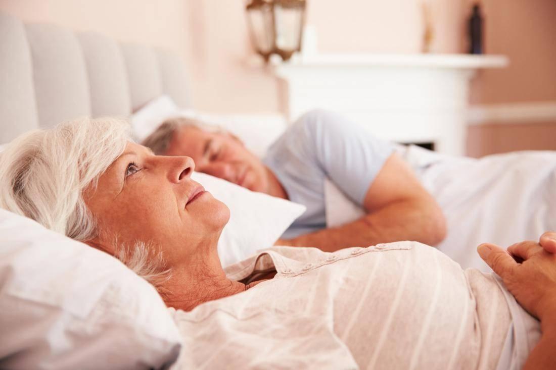 Бессонница у пожилых людей — лечение различными методами
