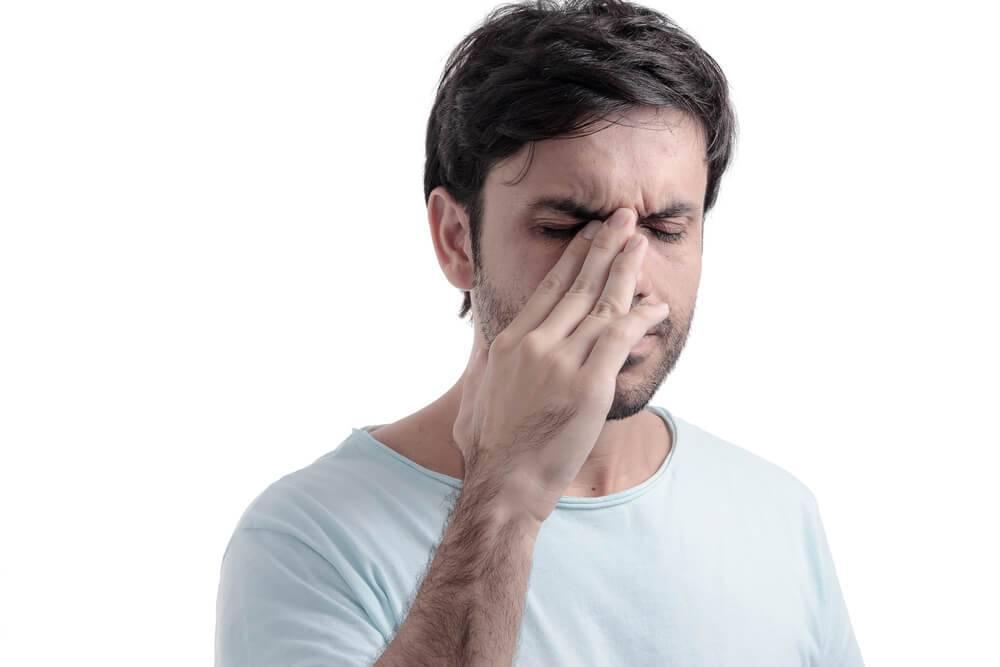 Почему болит нос когда трогаешь. почему болит нос? почему болит переносица