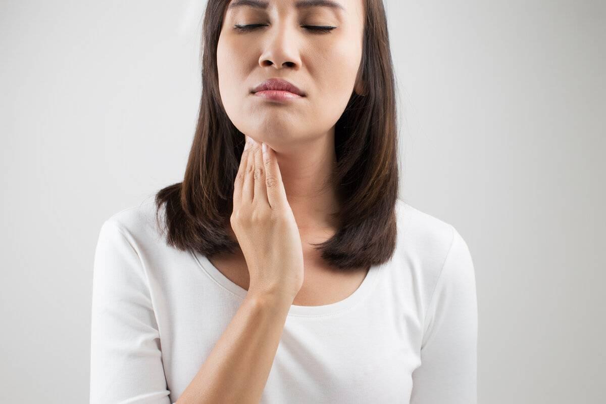 Дискомфорт в горле при глотании слюны