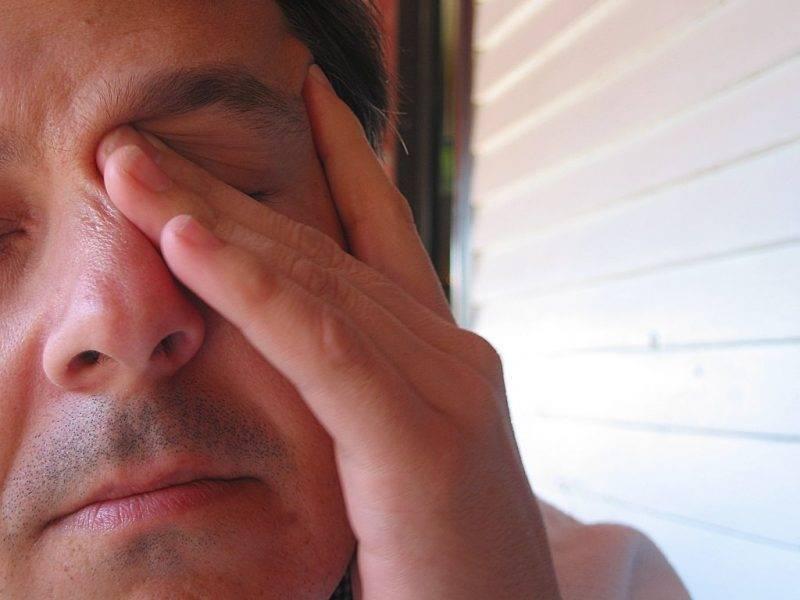 Почему весной болят глаза