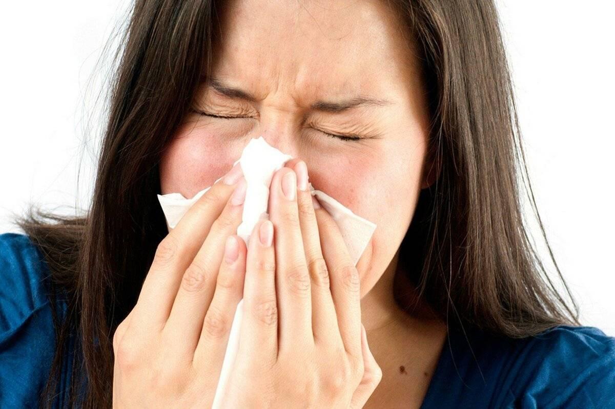 чихание и течет из носа