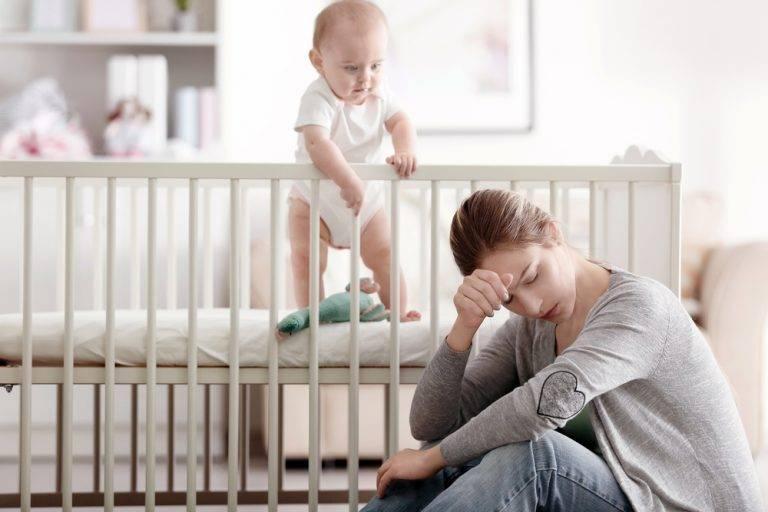 Почему возникает послеродовая депрессия?