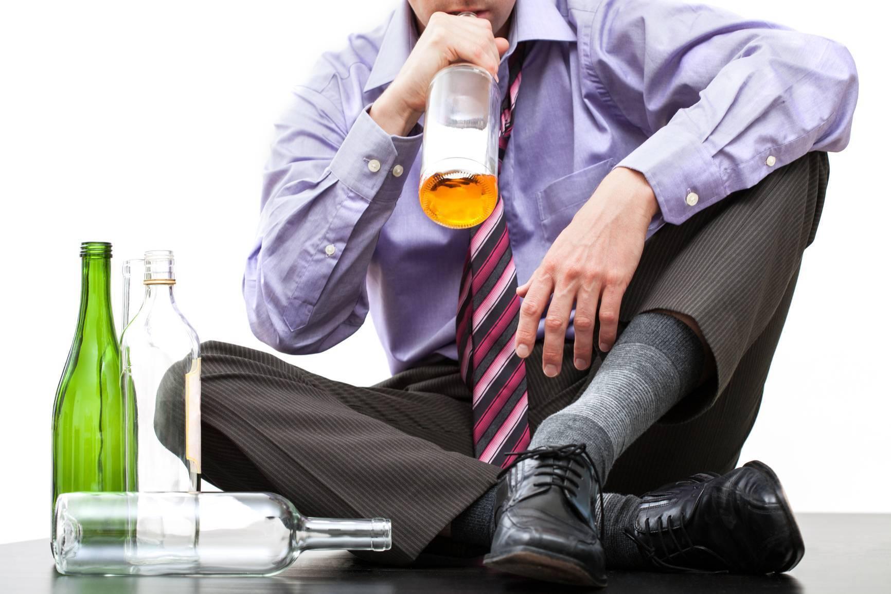 Можно ли при депрессии и неврозе пить алкоголь и почему он повышает настроение — научные факты