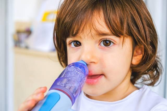 чем промыть нос ребенку при насморке