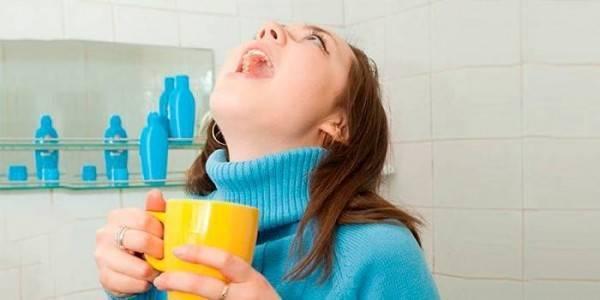 Чем полоскать горло при ларингите взрослому и ребенку в домашних условиях