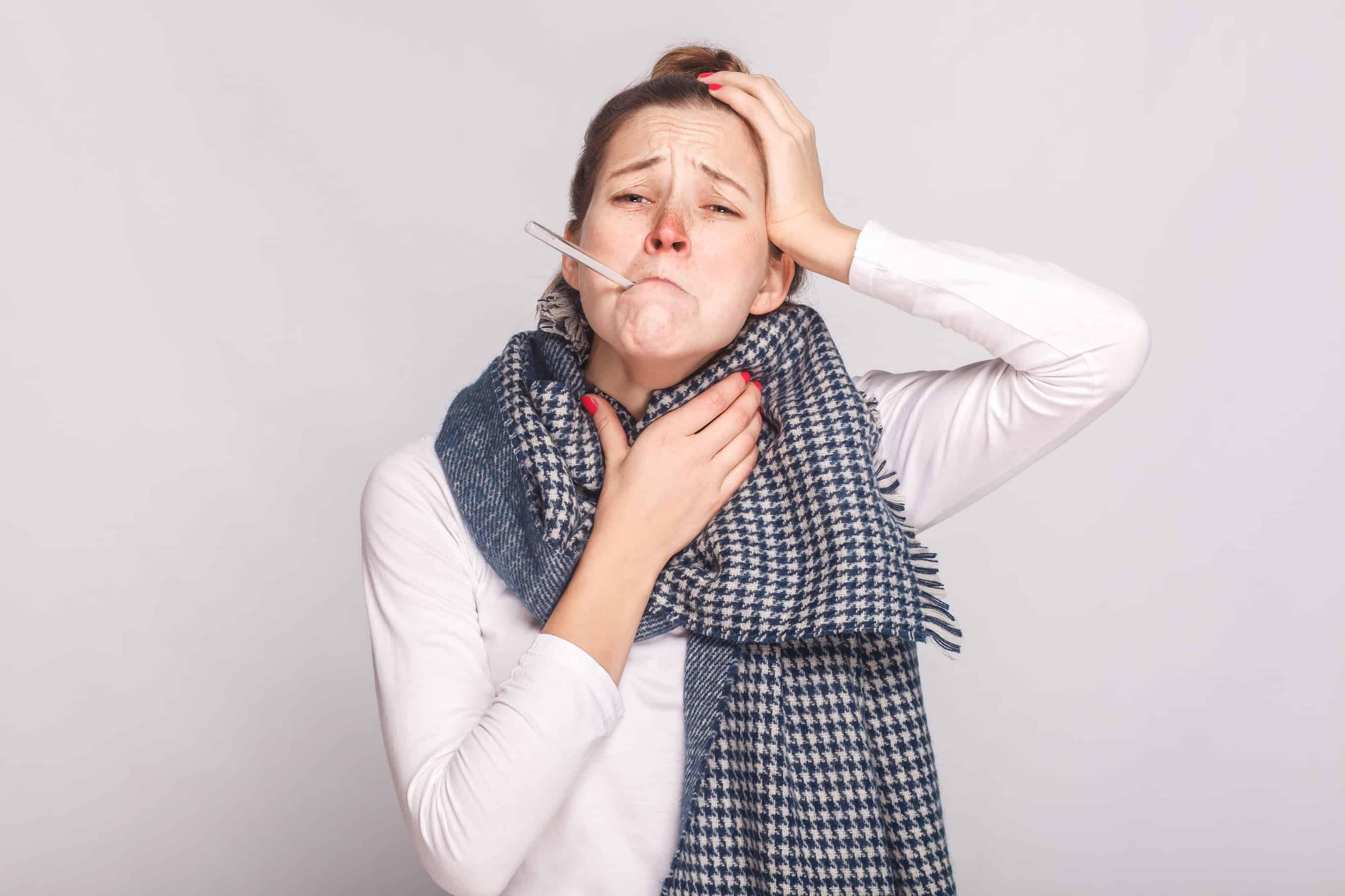 У ребенка болит голова и горло без температуры
