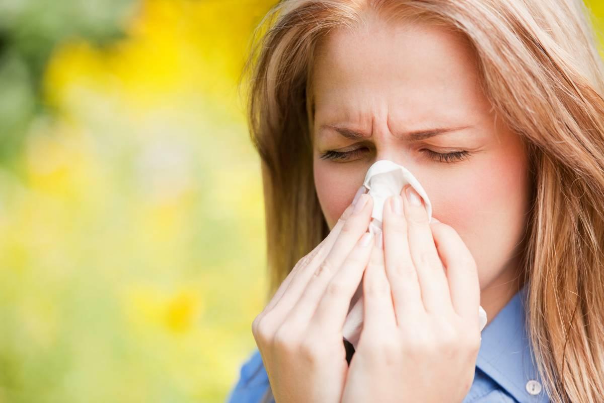 Ребенок чихает насморк слезятся глаза