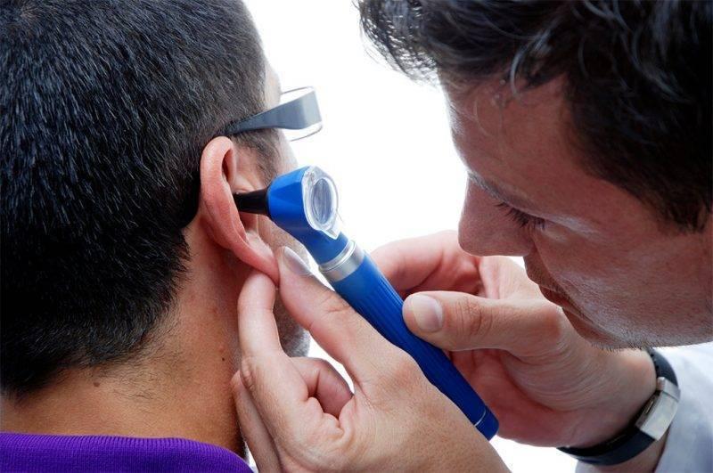 Закладывает уши: причины и лечение