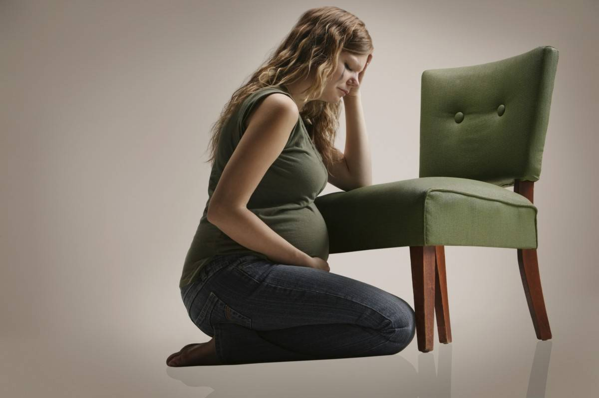 Послеродовая депрессия: симптомы и лечение у женщин. как избавиться, как проявляется.