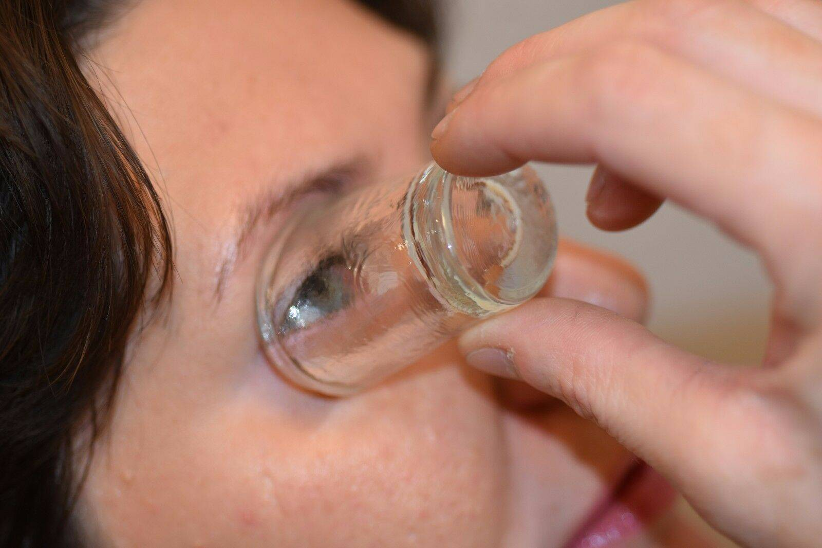 чем промыть глаз грудному ребенку