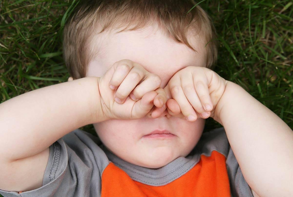 чем промыть глаза ребенку от песка