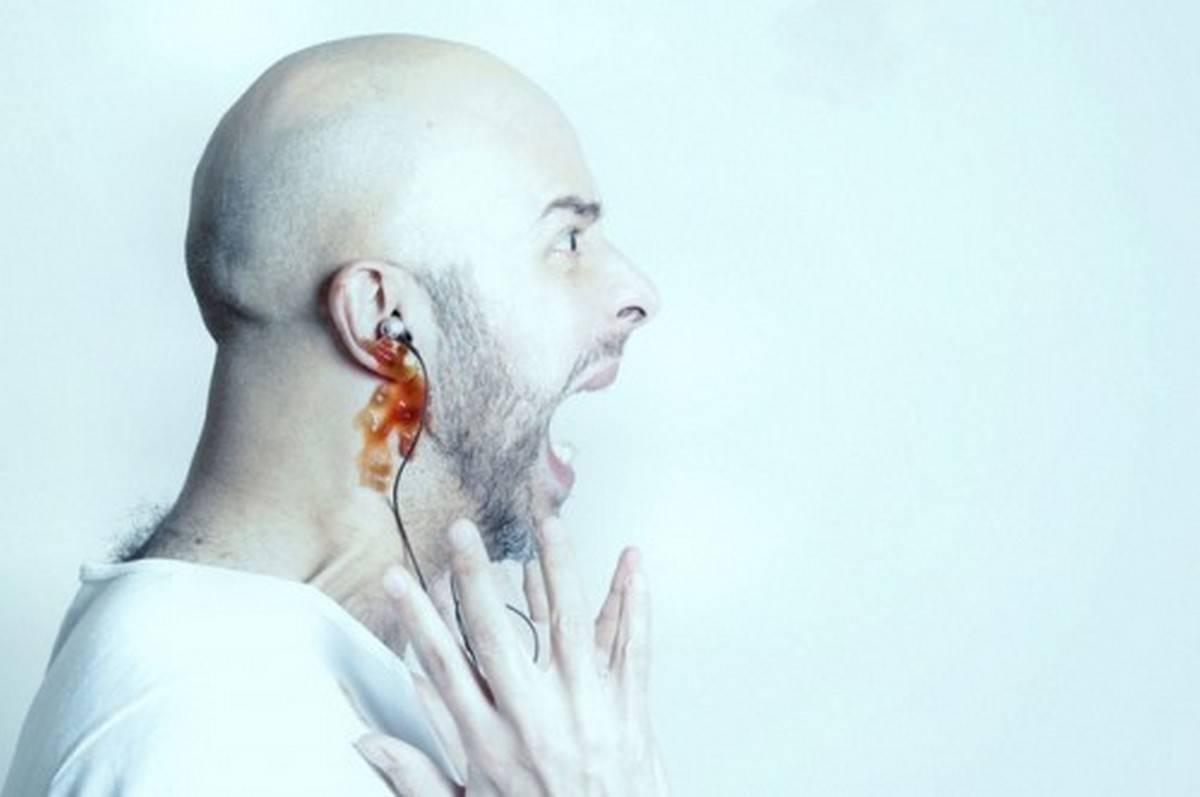пошла кровь из уха