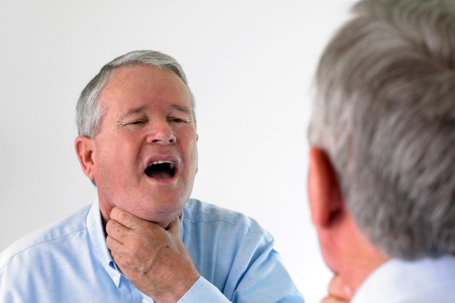 Когда каждый кусок пищи подобен пытке: почему возникает и как устраняется боль в ушах при глотании