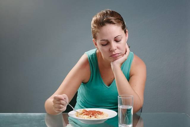 Почему после еды начинается кашель, першит в горле и отходит мокрота