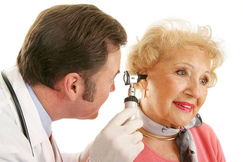 Болят уши как называется врач