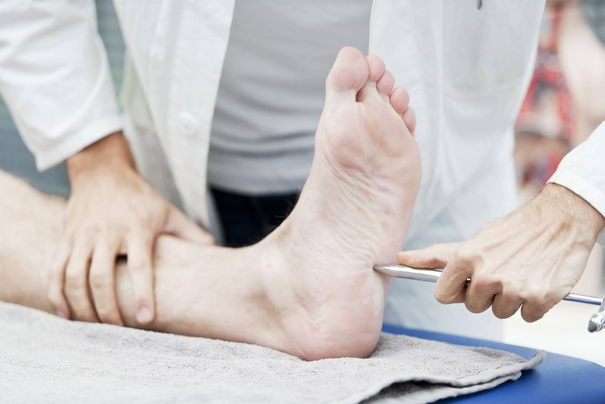 Полинейропатия верхних и нижних конечностей: причины, симптомы и лечение патологии