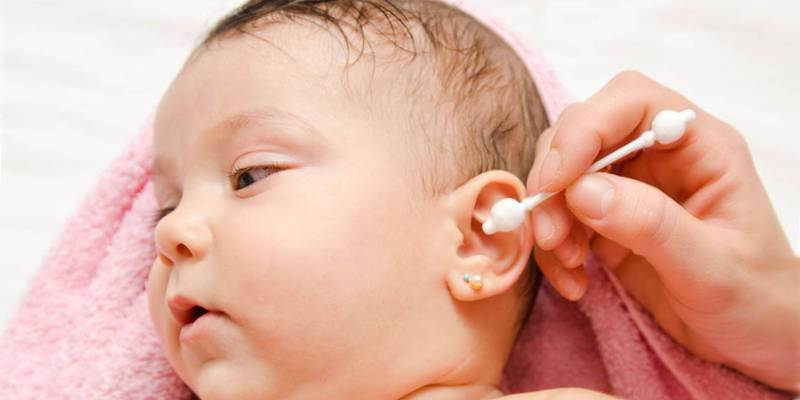 как проверить болит ли ухо у ребенка