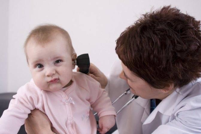 У грудного ребенка болят уши симптомы
