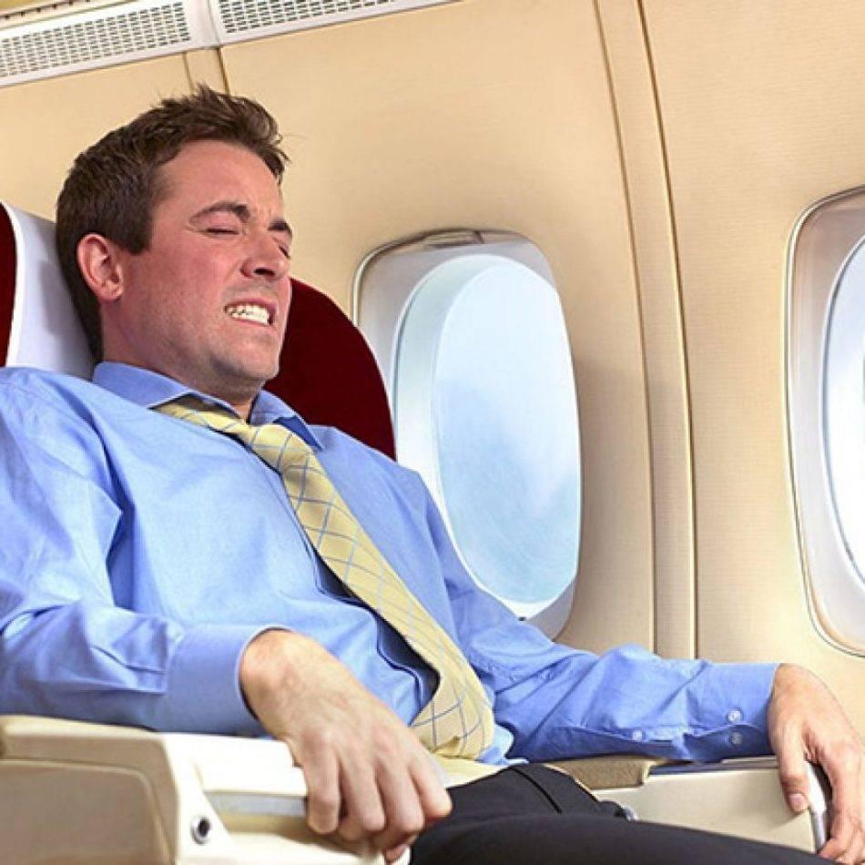 Закладывает уши в самолете: как предотвратить боль и заложенность ушей