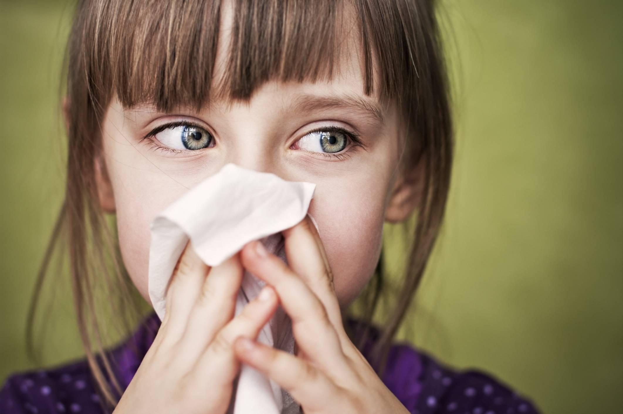 У ребенка 3,4 заложен нос, но соплей нет и не было. помогите, что делать....?