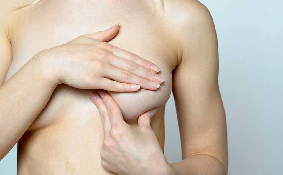 Профилактический и лечебный массаж груди при застое молока: советы врача