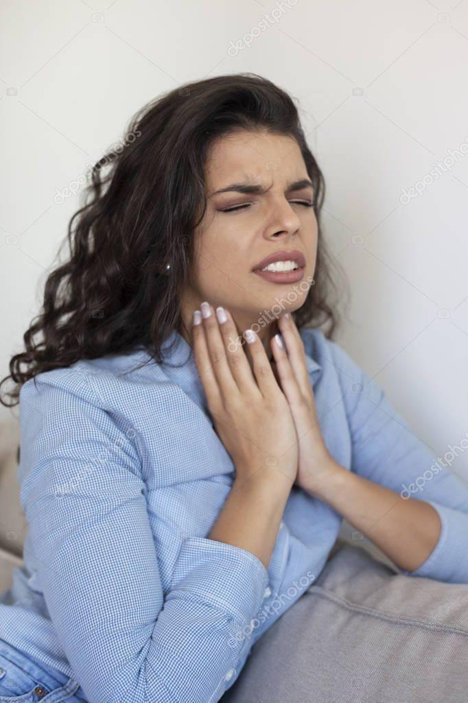 почему постоянно болит горло и не проходит