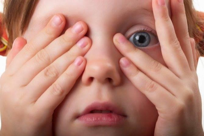 Почему часто моргают глаза (частое моргание). почему дети и взрослые часто моргают глазами