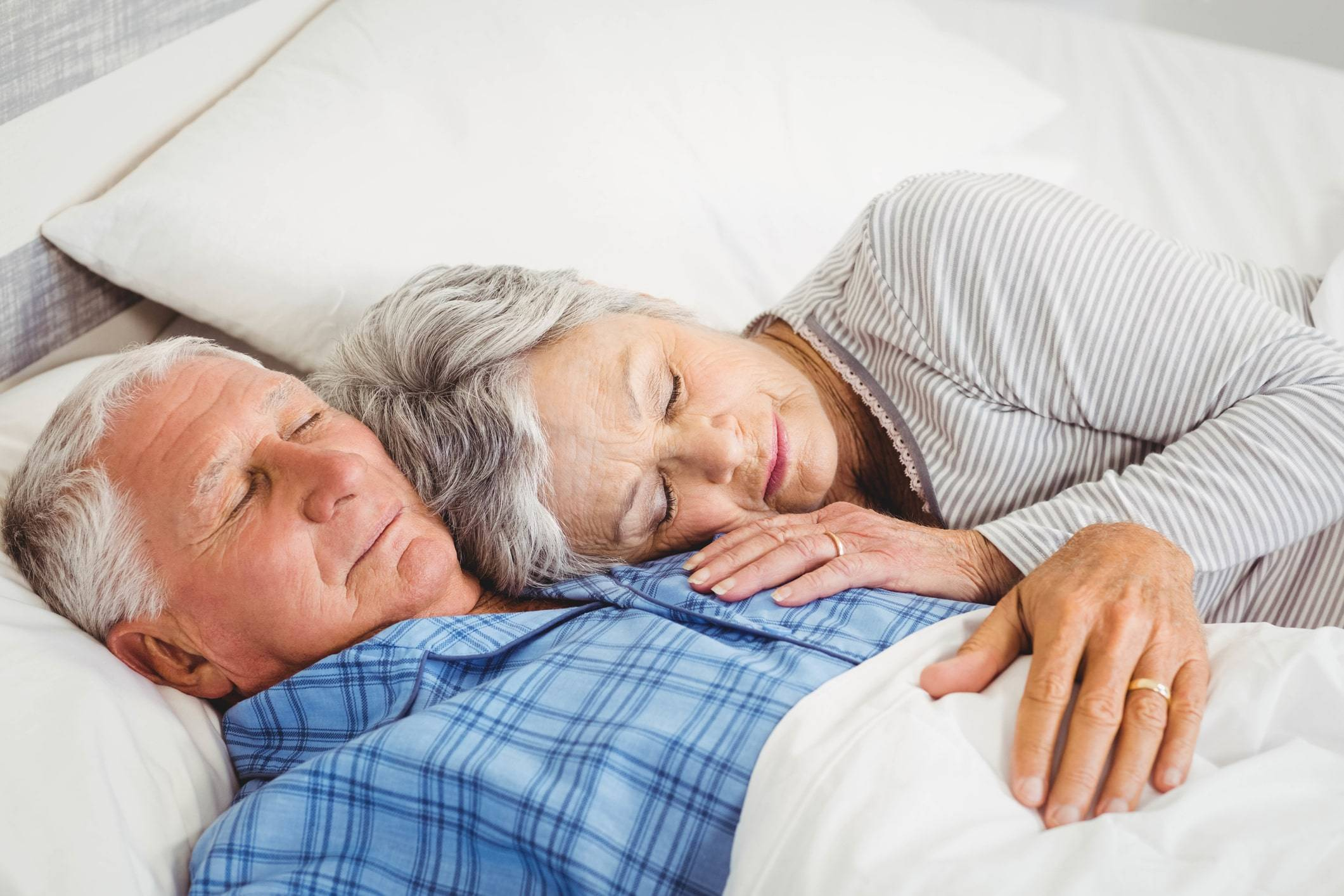 Рецепты эффективных народных средств от бессонницы для пожилых людей